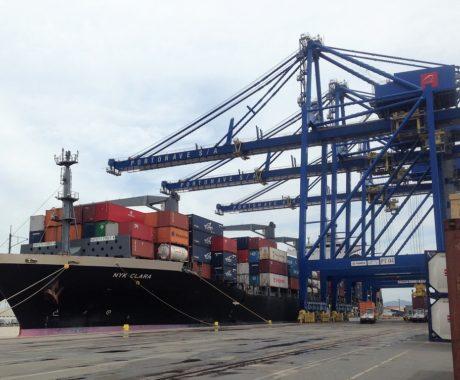 Conheça a logística de transporte internacional em SC